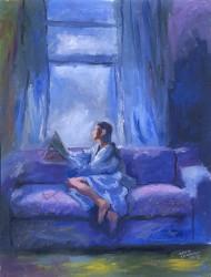 Leitura no sofá azul